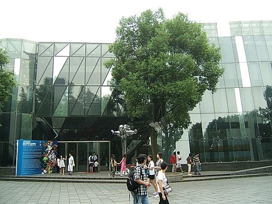 Sanghaj kortárs művészeti múzeuma.