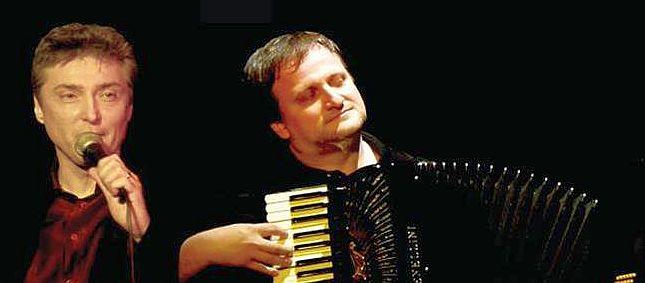 Bardóczy Attila énekes és Orosz Zoltán harmonikaművész.
